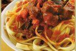 Estofado con salsa de tomates